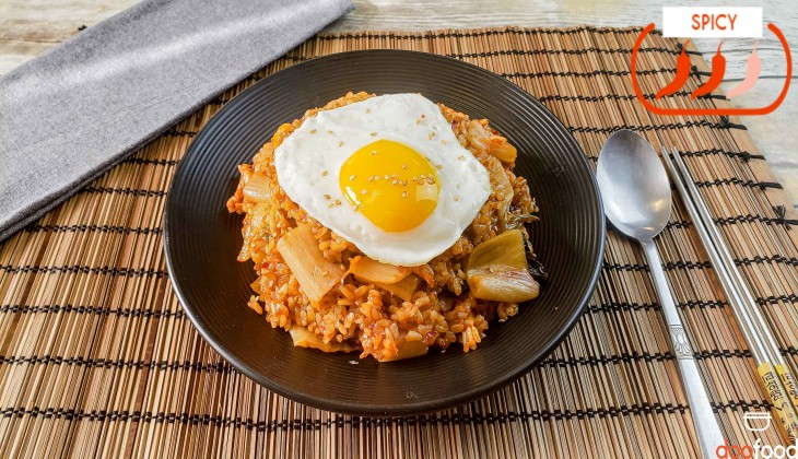 Kimchi fried rice (김치볶음밥)