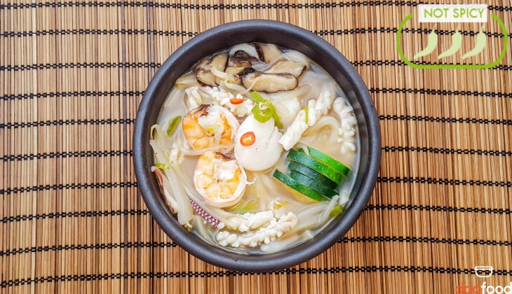 &nbspSeafood udon (해물우동)