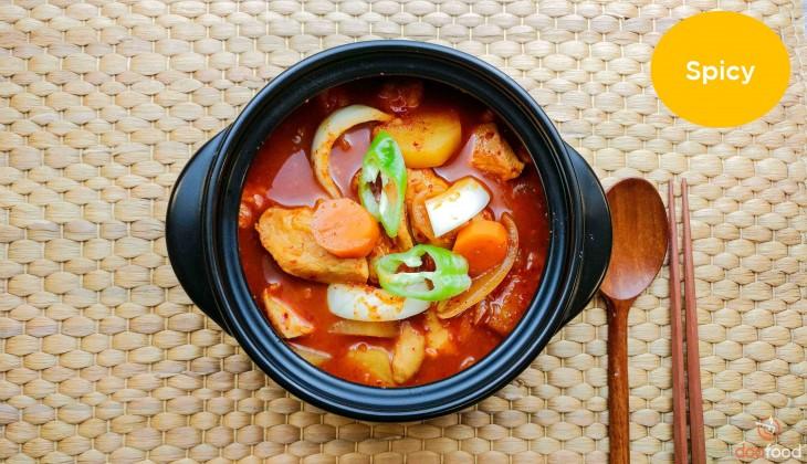 Spicy braised chicken (닭도리탕)