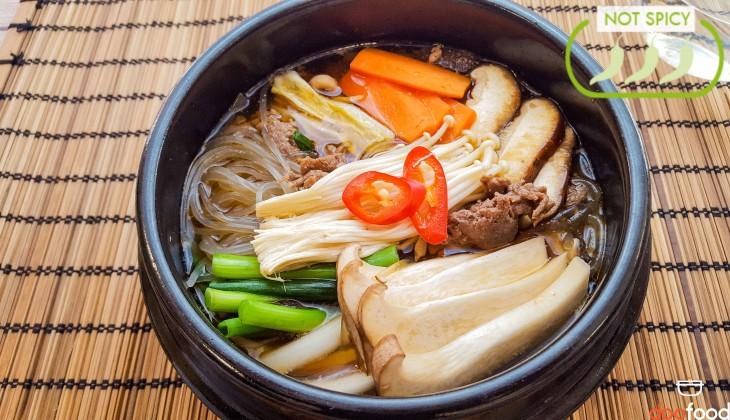 Bulgogi casserole (불고기버섯전골)