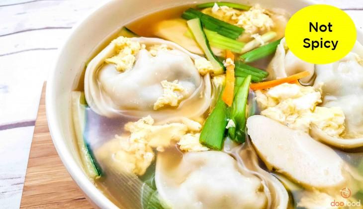 Dumpling soup (만두국)