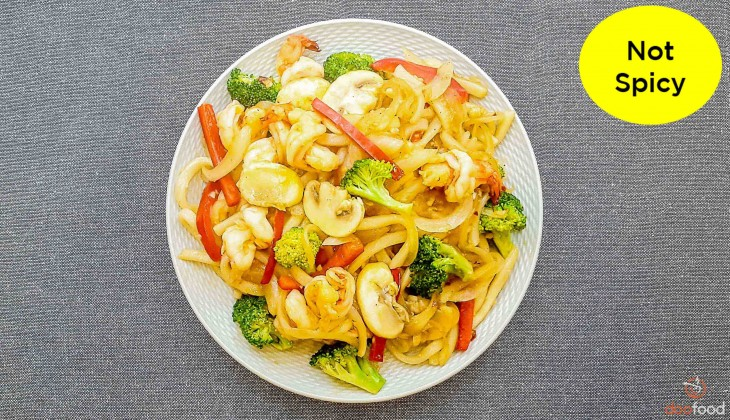 Shrimp stirred udon (새우볶음우동)
