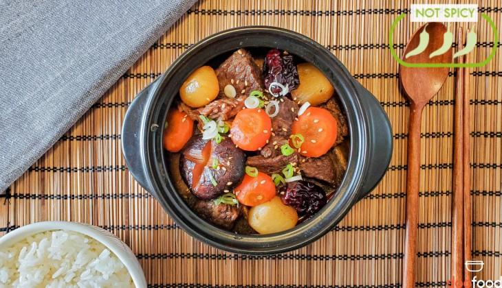 Korean braised short ribs (갈비찜)